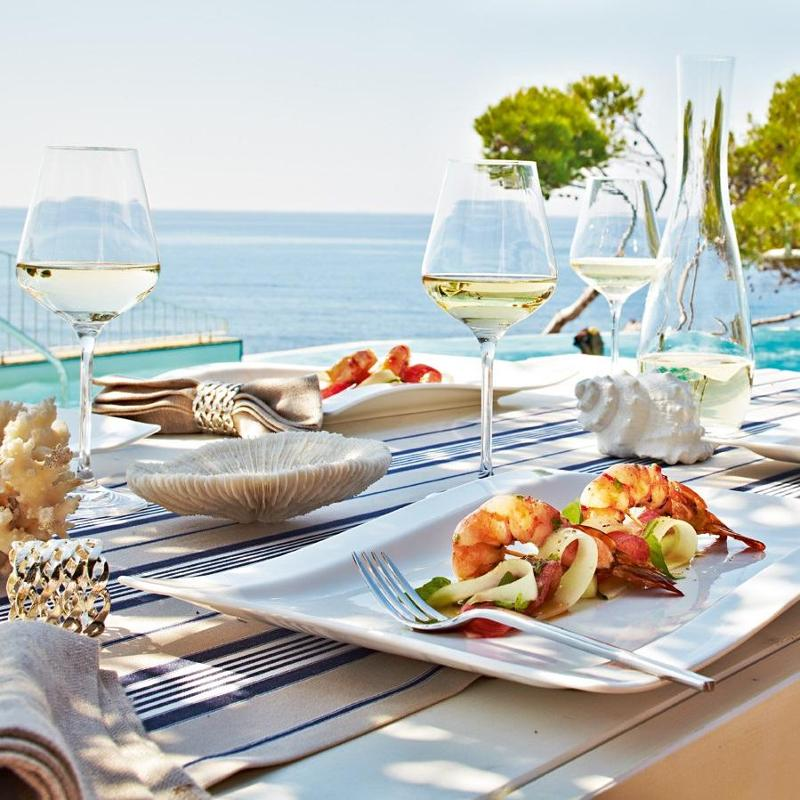 Crockery cutlery & glass for summer
