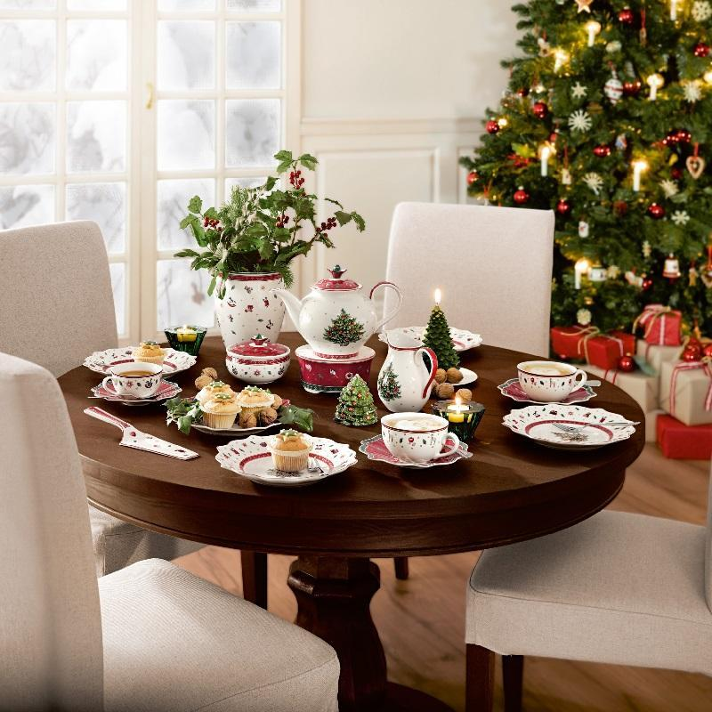 The laid Christmas table