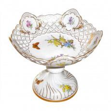 Meissen  'Neuer Ausschnitt - Blume naturalistisch bunt mit Schmetterling' Schale auf Fuß mit Durchbruch h: 18 cm / d: 16 cm