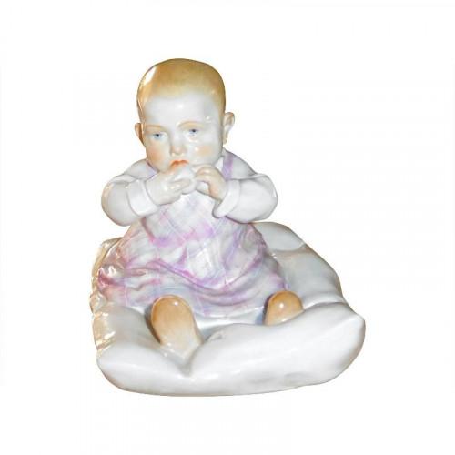 Meissen,'Figur bunt staffiert' Фигурка 'Ребенок на подушечке',высота: 12.5 см